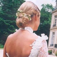Une coiffure en harmonie avec la robe