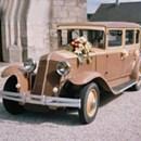 Une voiture ancienne pour les nostalgiques.