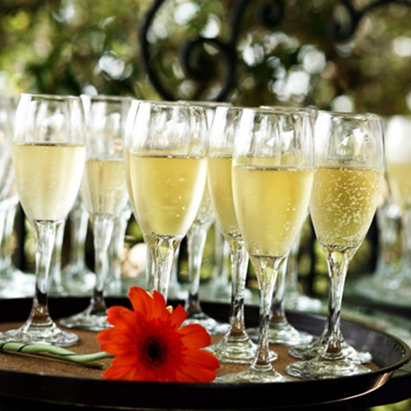 vin et champagne quel champagne pour son mariage le. Black Bedroom Furniture Sets. Home Design Ideas