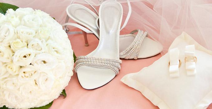 accessoires mariage chaussures chapeaux bijoux le site du mariage. Black Bedroom Furniture Sets. Home Design Ideas