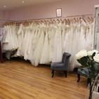 Robes de mariés/cocktails/soirées costumes de mariés/cérémonies boutique Sandra Mariage