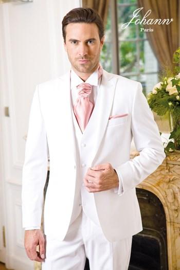 """Johann, Costume 3 pièces blanc, accessoires """"sorbet"""". En prêt-à-porter ou sur mesure."""