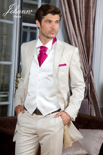 johann costume redingote en laine extra fine beige satin accessoires ivoire et wine en. Black Bedroom Furniture Sets. Home Design Ideas