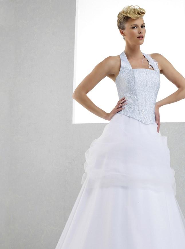 Pia Benelli, Ambiance silver et blanc