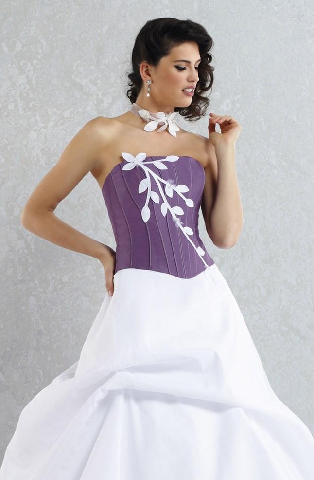 Pia Benelli, Ambition violet et blanc