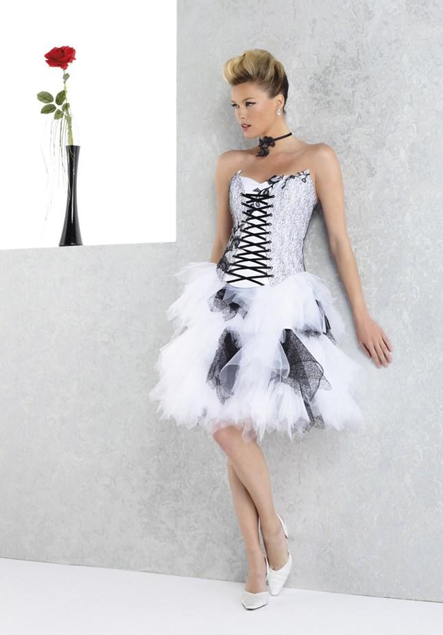 Pia Benelli, Ambre blanc et noir