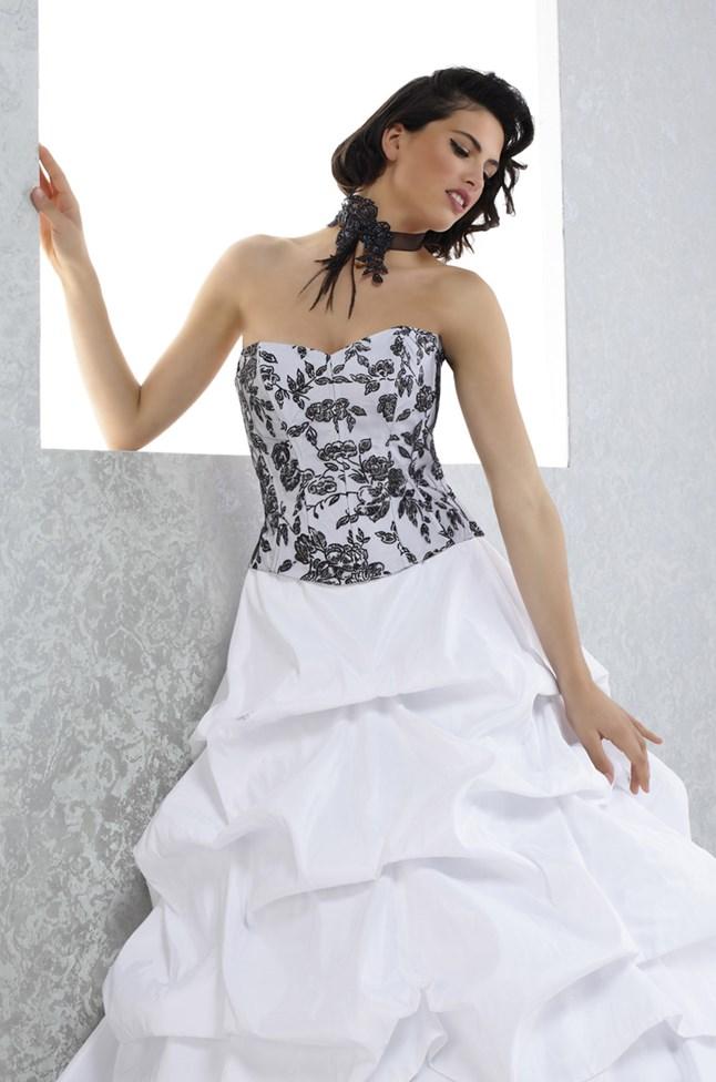 Pia Benelli, Amour blanc et noir