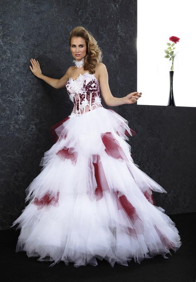 ... Benelli Prestige - panache bordeaux et blanc, sur le site du mariage