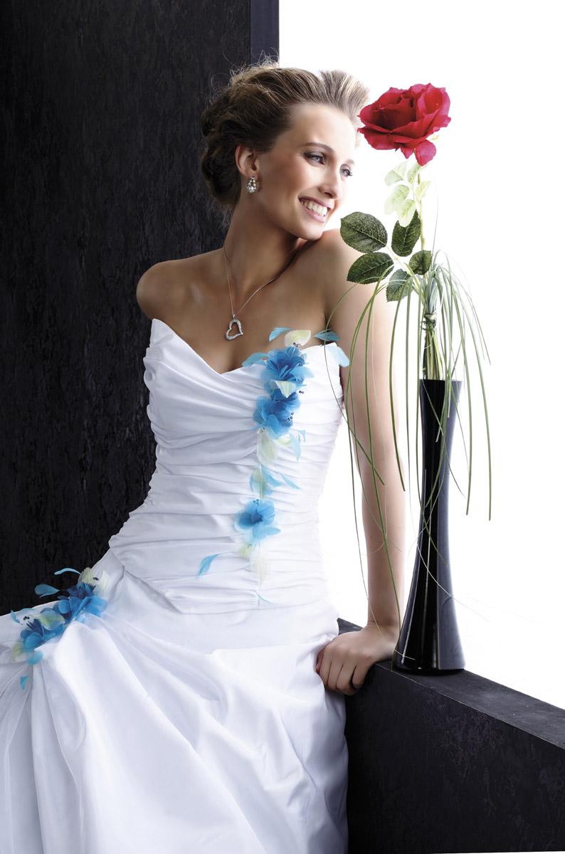 Robe de mariee bleu turquoise et blanc