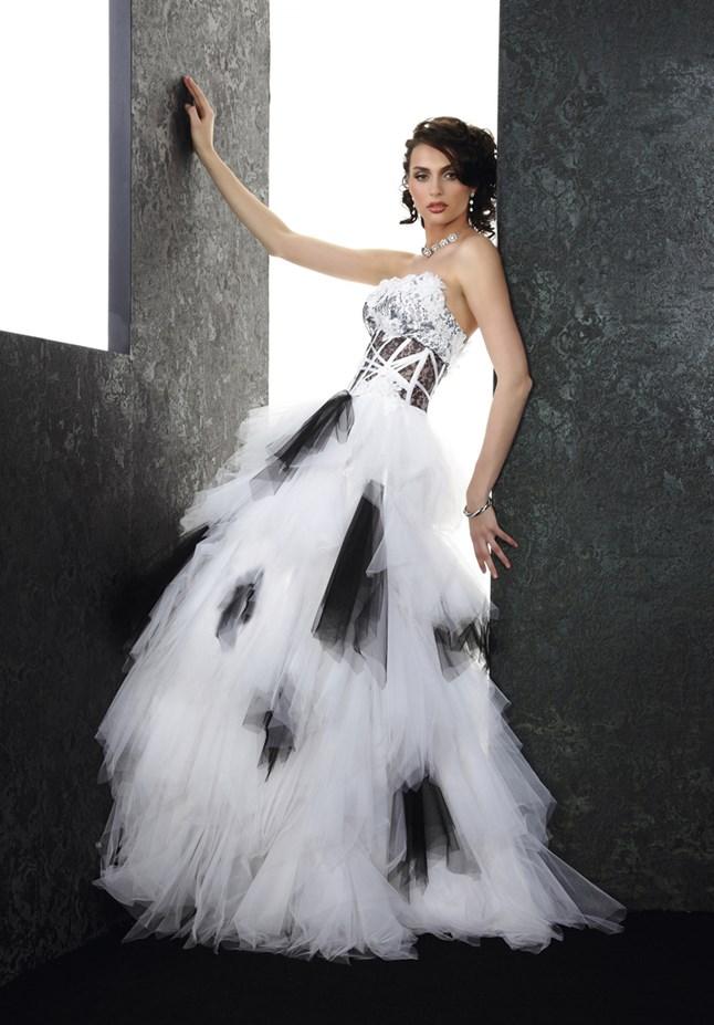 Pia Benelli Prestige, Turban blanc et noir