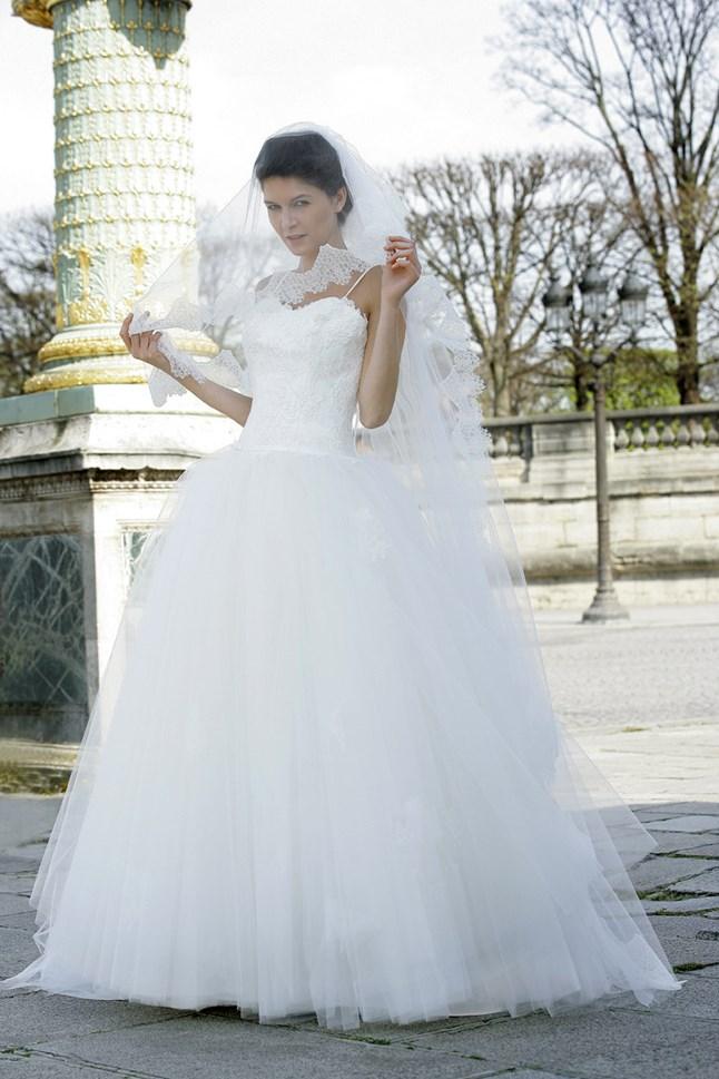 Mariées de Paris, Claire