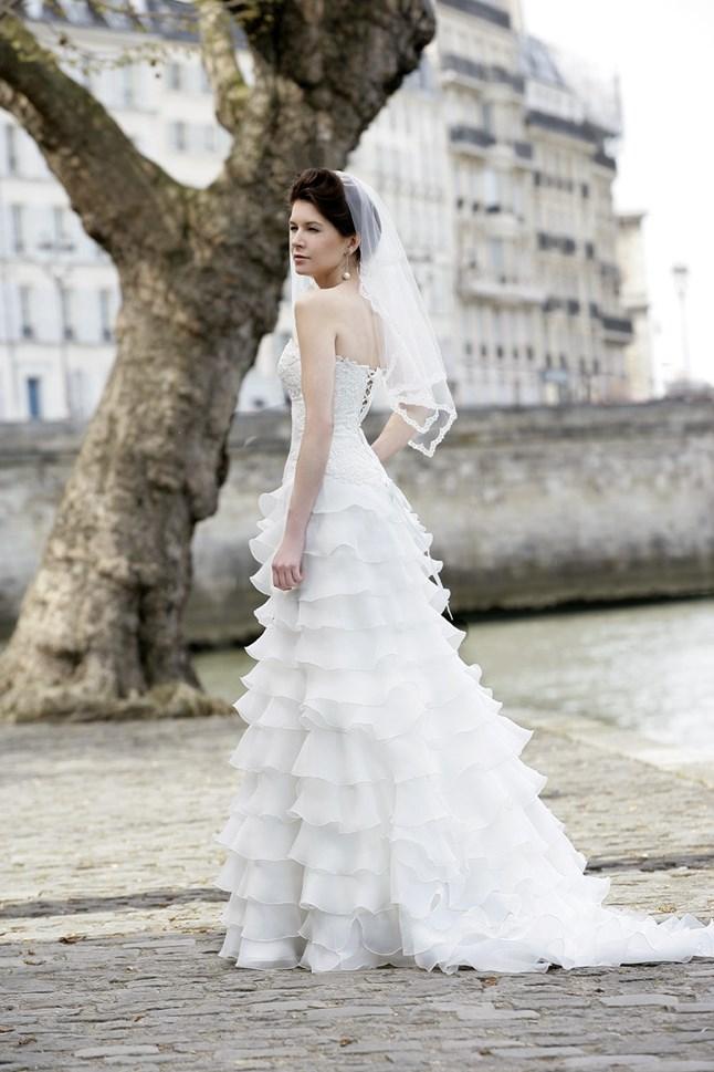 Mariées de Paris, Claudia