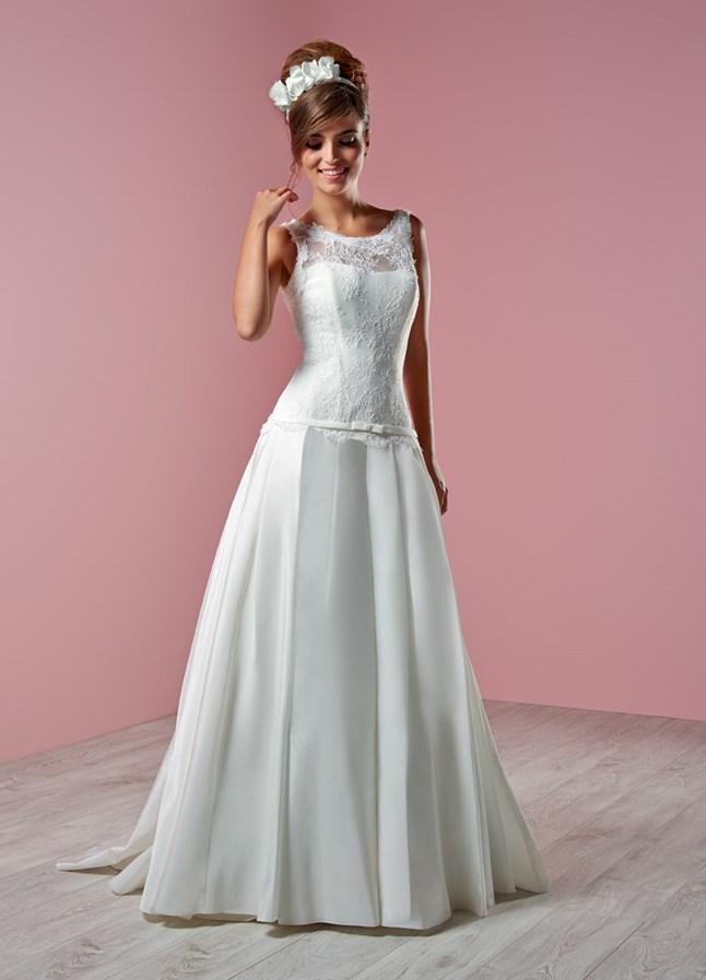 Tati mariage lelegancia sur le site du mariage for Robes formelles pour 50e anniversaire de mariage