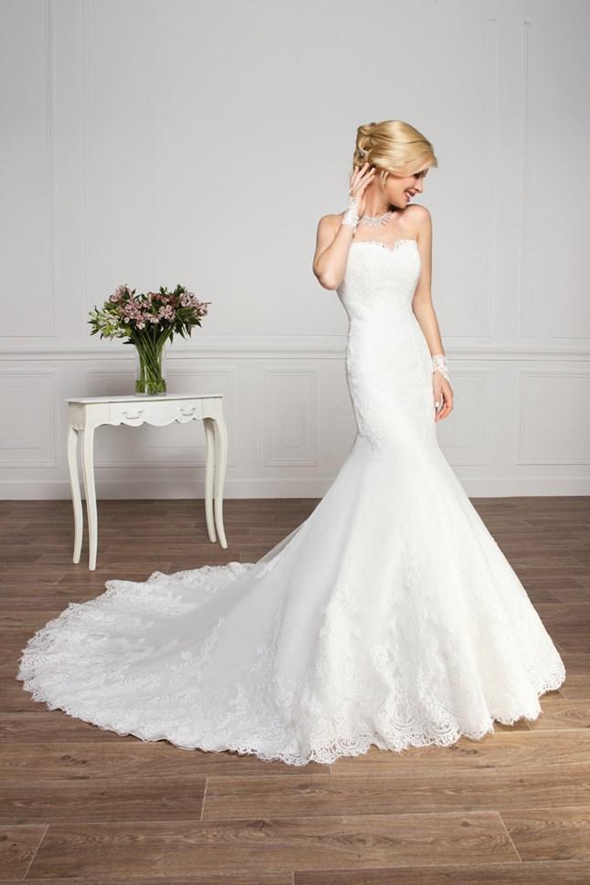 Love Wedding, Bettina