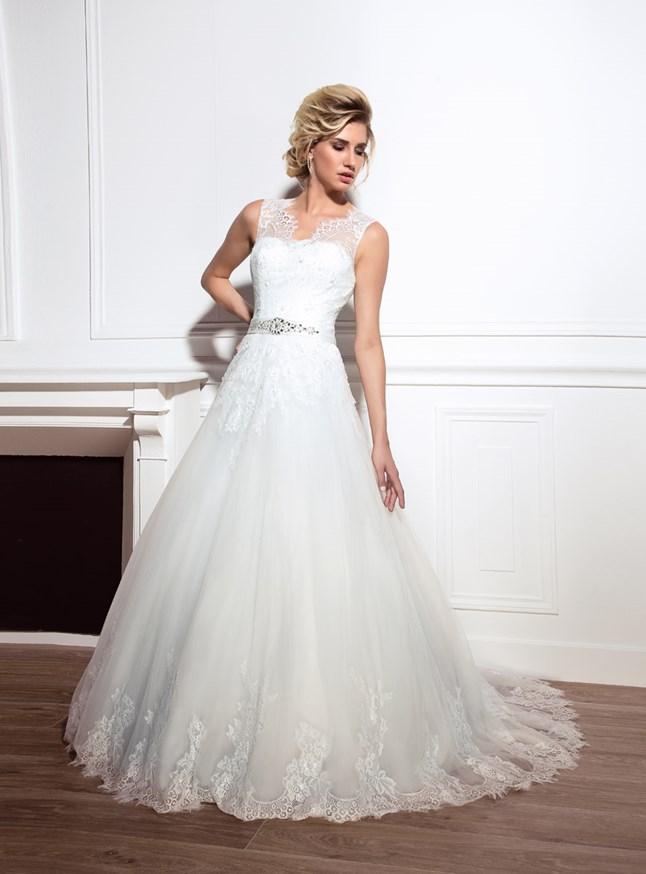 Love Wedding, Rebecca