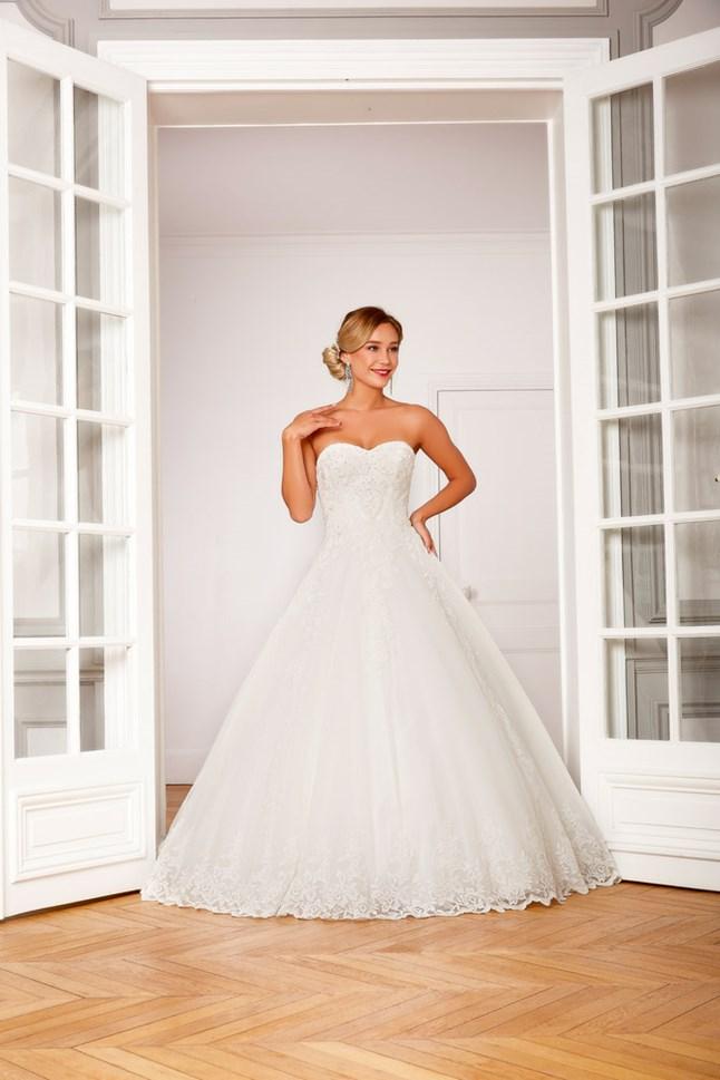 Love Wedding, Chiara