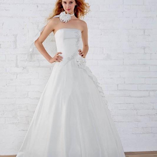 5de42eb28e Avec Tati, préparez-vous un mariage d'enfer ! Découvrez la variété de nos  robes de cérémonie : robe de mariée, robe cocktail, robe de soirée ou robe  bustier ...
